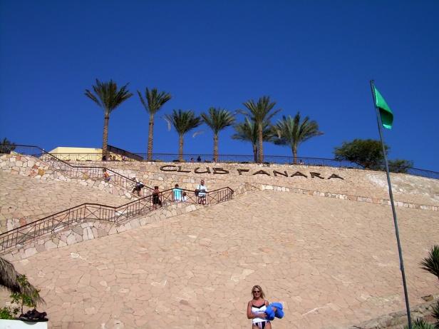 Sharm El Sheikh_polku rannalle_Club Fanara kyltti