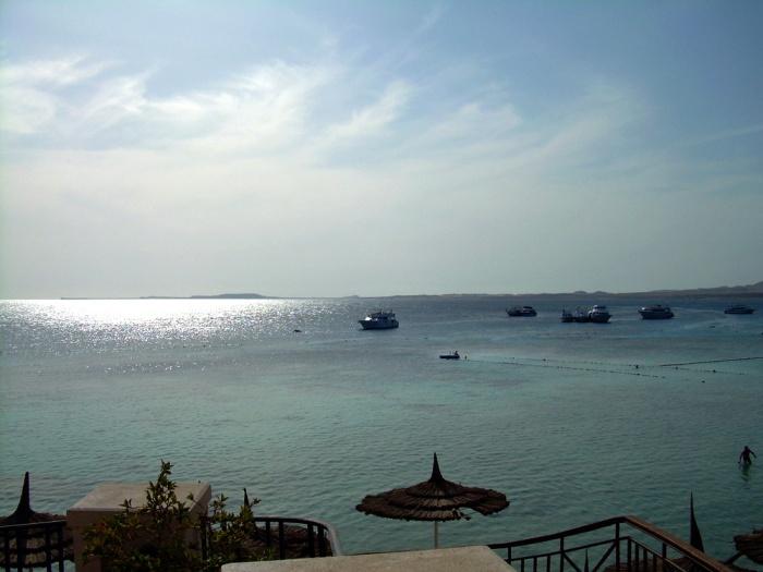 Sharm El Sheikh_Aurinko kimaltelee merellä