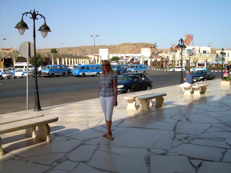 Sharm El Sheikhin basaarin edessä_2