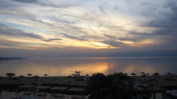 Aurinko laskee Jordaniassa