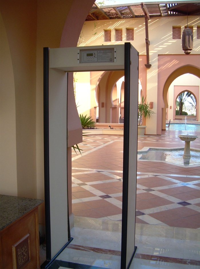 Coraya Bay Egypt_security check before the hotel lobby