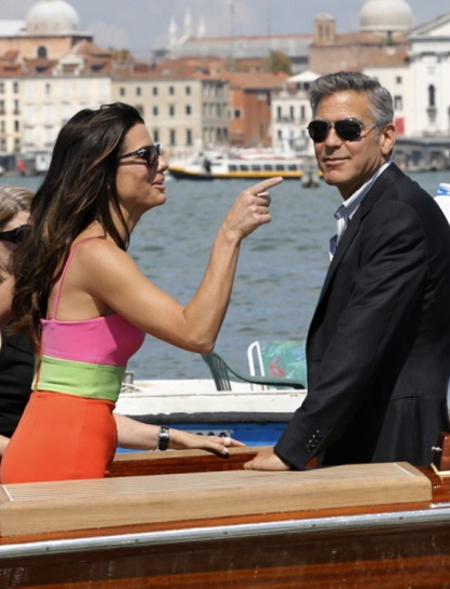 Venice_Bullock and Clooney visiting