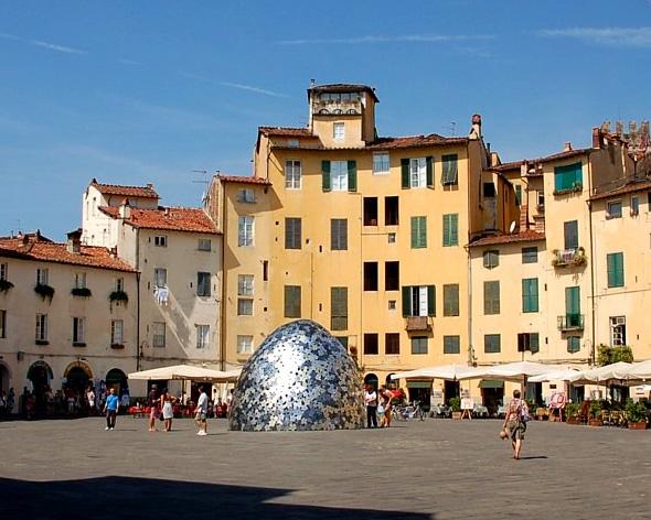 Lucca_piazza anfiteatro