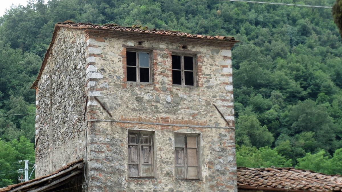 Italian maaseutua Toscanassa_vanha talo