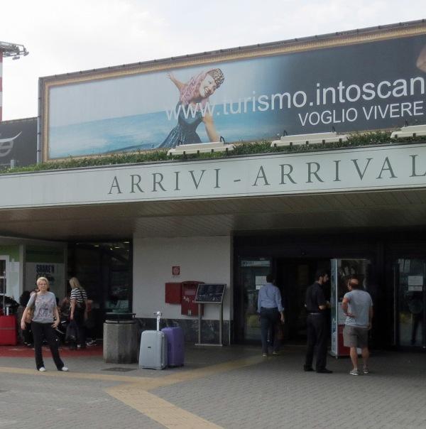 Pisa airport arrivi_2